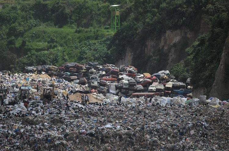 Durante la época lluviosa el olor del basurero empeora, dicen vecinos.(Prensa Libre: Hemeroteca PL)