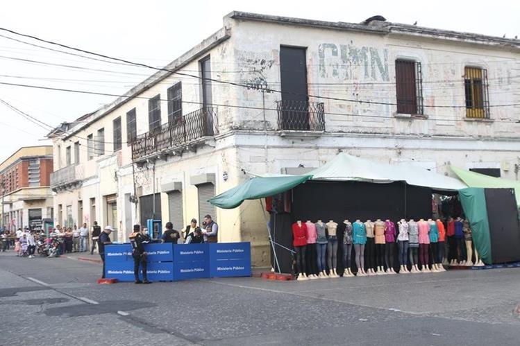El adolescente fue ultimado en la 9a. avenida y 7a. calle de la zona 1( Foto Prensa Libre: Erick Ávila)