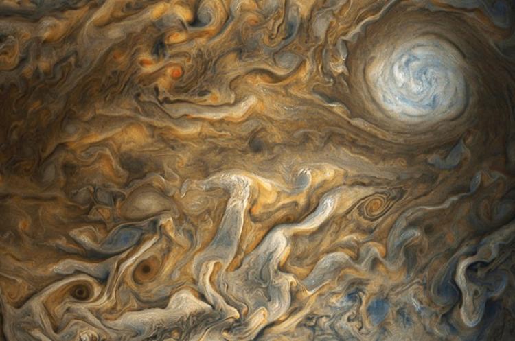Las imágenes fueron captadas por la sonda Juno y mejoradas por científicos (Foto Prensa Libre: NASA/JPL-Caltech/SwRI/MSSS/Gerald Eichstädt/Seán Doran).