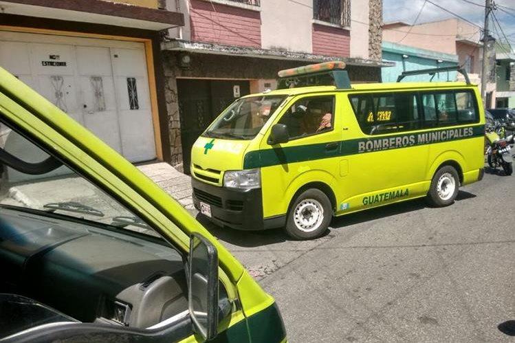 Un hombre murió en la vivienda ubicada en 18 avenida 25-84, colonia La Palmita, zona 5, luego de que lo atacaran en el mercado aledaño. (Foto Prensa Libre: Érick Ávila)