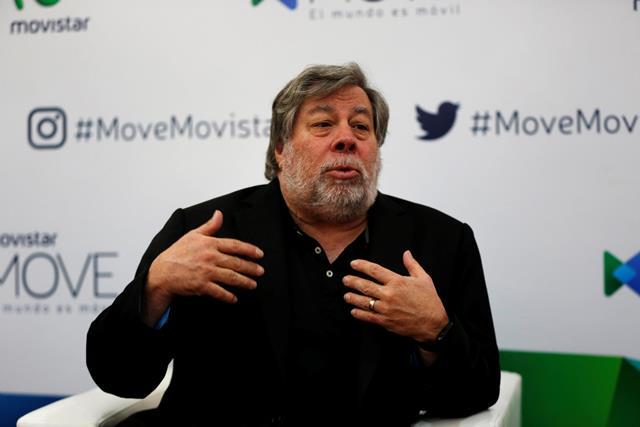 El cofundador de Apple Steve Wozniak habla en una rueda de prensa en Montevideo, donde disertó sobre las nuevas tecnologías y cuál es su visión sobre ellas. (Foto Prensa Libre: EFE).