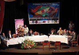 Candidatos a la alcaldía exponen planes de trabajo en la cabecera de Huehuetenango. (Foto Prensa Libre: Mike Castillo)