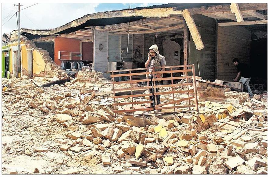 Pobladores de San Marcos comienzan con la remoción de escombros de las viviendas destruidas por el terremoto. (Foto: Hemeroteca PL)