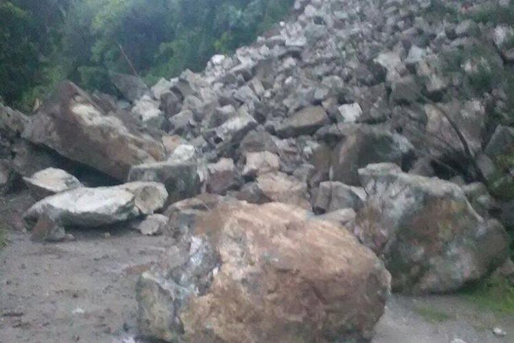 No hay paso de Guastatoya hacia el caserío Finca Cruz. (Foto Prensa Libre: Conred)