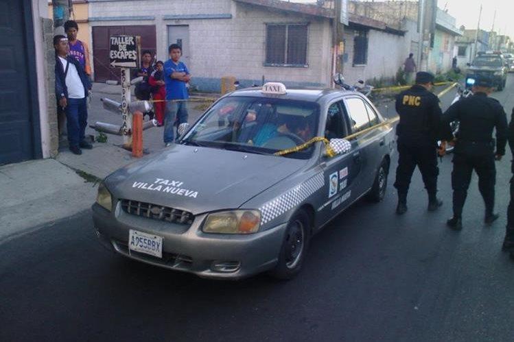 Los dos murieron a balazos adentro del vehículo de alquiler en Villa Nueva.(Foto Prensa Libre: Cortesía)