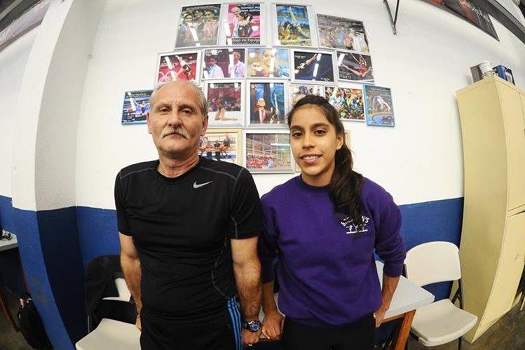 Adrián Boboc y Ana Sofía Gómez al finalizar un entrenamiento en la Federación de Gimnasia. (Foto Prensa Libre: Hemeroteca PL)