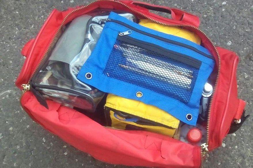 El botiquín de primeros auxilios que portaba el falso bombero había sido robado en la zona 12, según la PNC. (Foto Prensa Libre: PNC)