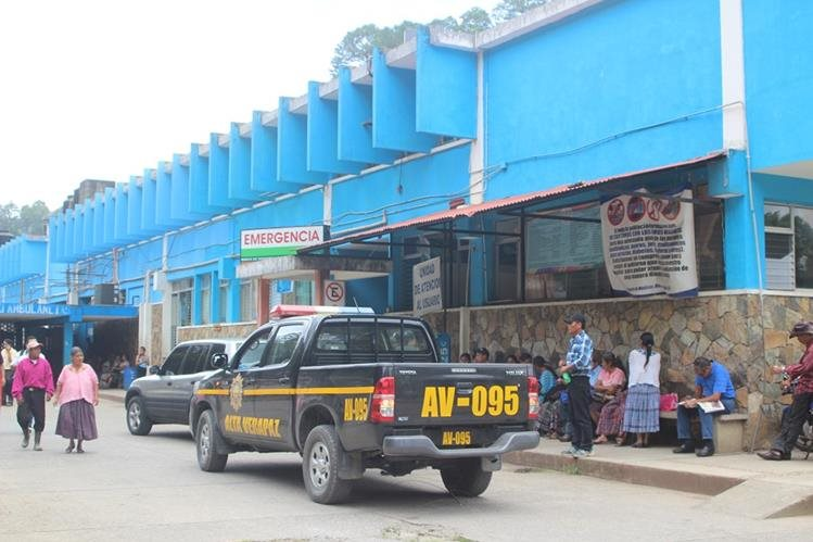 Hospital de Cobán, Alta Verapaz, adonde fueron ingresados lesionados en accidente de tránsito. (Foto Prensa Libre: Ángel Tax)