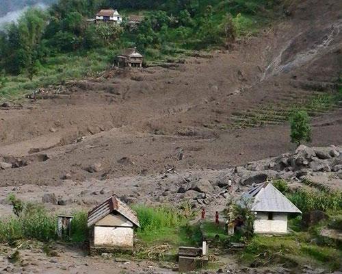 Lugar del deslizamiento de tierra. (Foto: Prensa Libre/@imagekhabar)