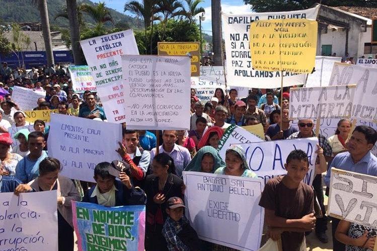 Mil 500 personas manifiestan en Chicamán, Quiché.(Foto Prensa Libre: Óscar Figueroa)