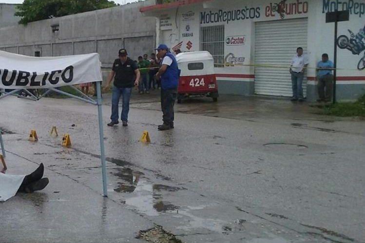 Lugar donde murió baleado el profesional, en San Benito, Petén. (Foto Prensa Libre)