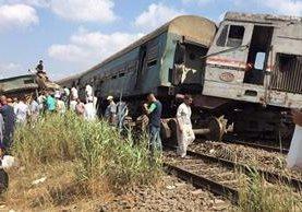 El accidente ocurrió en la zona de Jorshed, cerca de la estación ferroviaria del municipio de Abis, Egipto. (Foto Prensa Libre: Twitter @ajlnews)