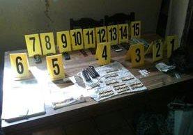 En los allanamientos los investigadores localizaron armas y municiones. (Foto Prensa Libre: Cortesía)