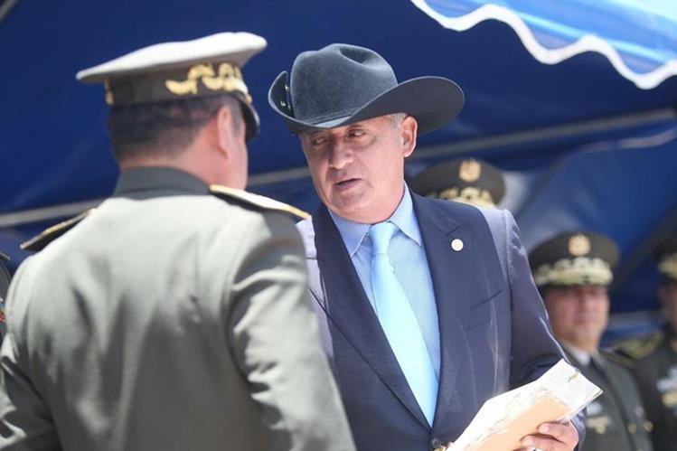 El presidente Otto Pérez Molina participó en la conmemoración del 41 aniversario del cuerpo de ingenieros del Ejército de Guatemala. (Foto Prensa Libre: Esbin García)