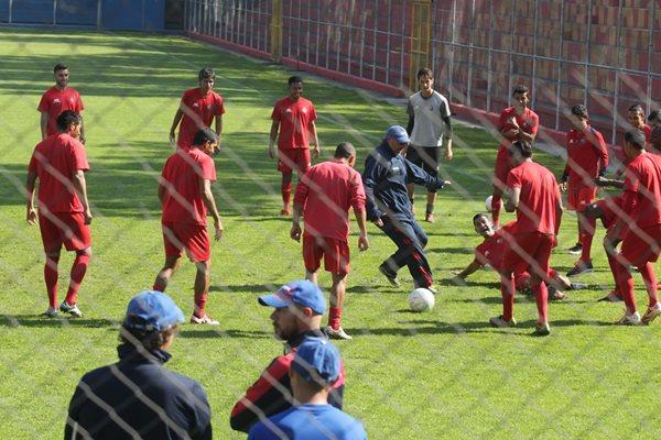Municipal trabajó en el estadio Manuel F Carrera. (Foto Prensa Libre: Norvin Mendoza)