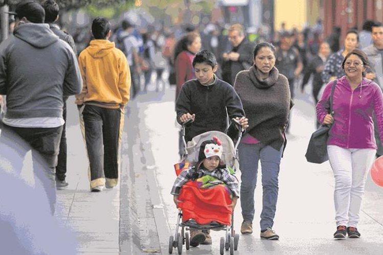 Los guatemaltecos que viven en el centro del país comienzan a sentir cada vez más el frío de fin de año. (Foto Prensa Libre: HemerotecaPL)