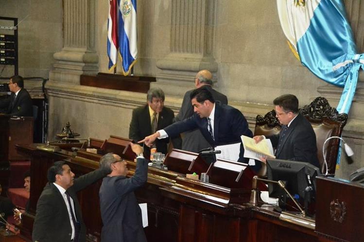 Durante la novena sesión en el año para discutir las reformas se aprobó solo el artículo 6 de la iniciativa, que se refiere a la Carrera Judicial. (Foto Prensa Libre: José Castro)