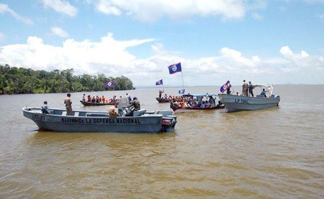 En agosto de 2015 varias embarcaciones beliceñas también incursionaron en aguas guatemaltecas. (Foto Prensa Libre: Hemeroteca PL)