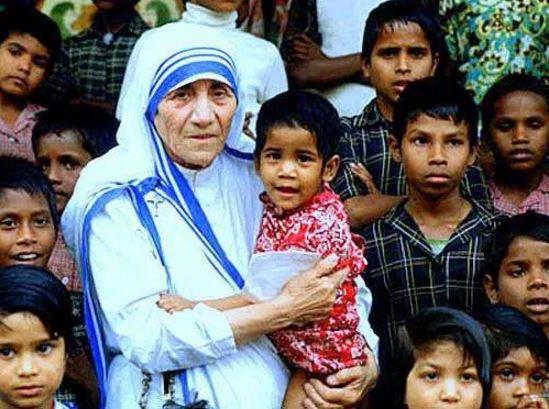 Teresa de Calcuta fue reconocida por su preocupación y ayuda a los pobres. (Foto: Internet).