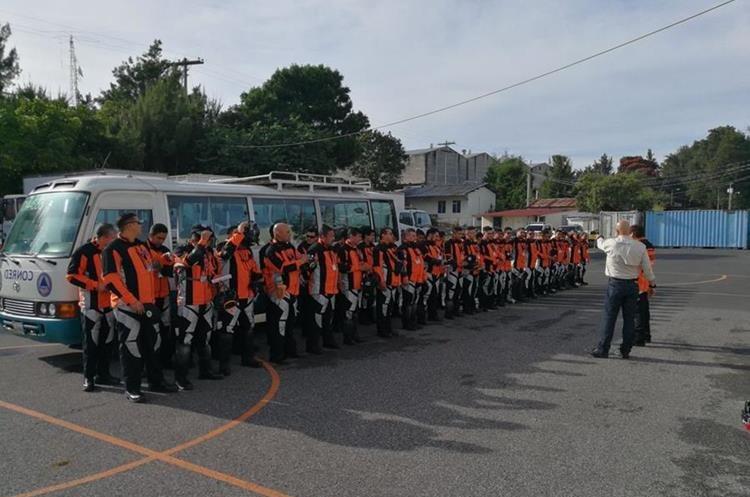 47 personas conformaban el grupo que viajó a México para colaborar con labores de rescate. (Foto Prensa Libre: Hemeroteca PL)