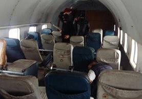 Interior del avión donde se realizó el simulacro del secuestro de la aeronave en el aeropuerto La Aurora. (Foto Prensa Libre: DGAC Guatemala)