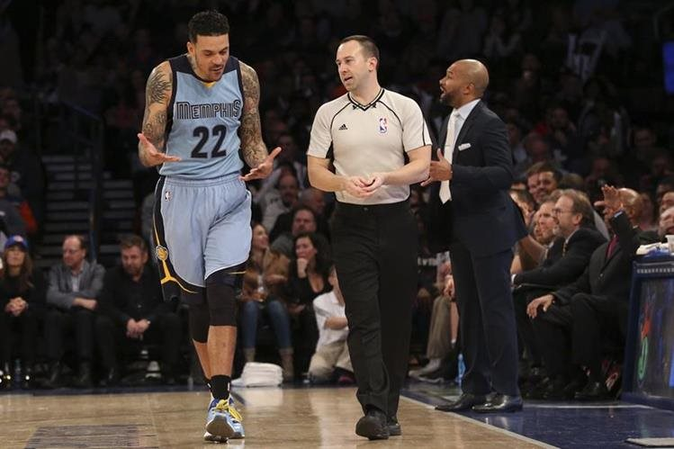 Derek Fisher era el entrenador de los Knicks de Nueva York. (Foto Prensa Libre: AFP)