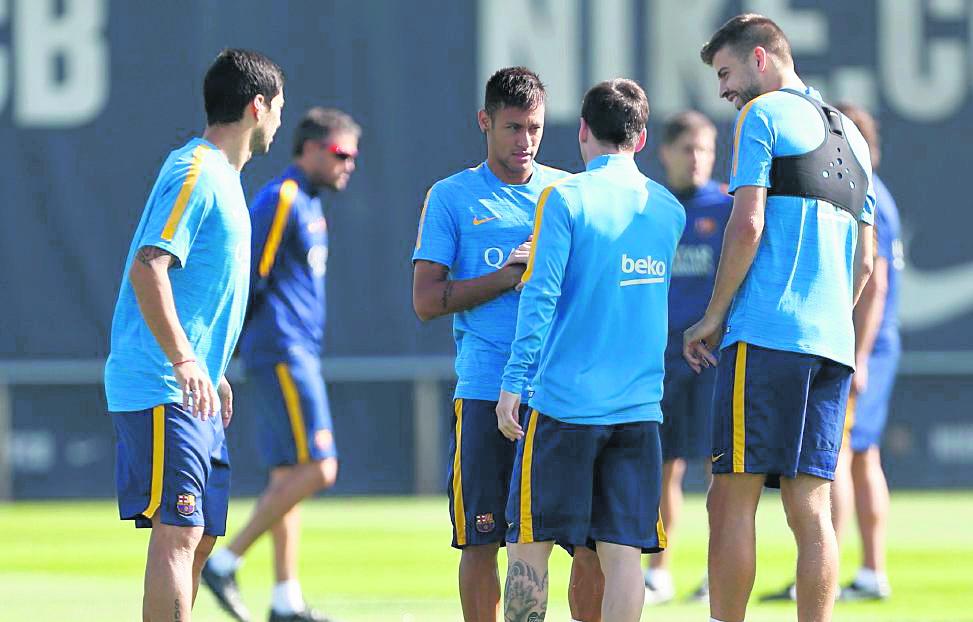Jugadores del Barcelona regresaron a los entrenamientos tras disfrutar del descanso de Navidad. (Foto Prensa Libre).