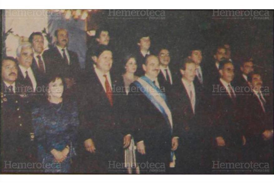 Jorge Serrano Elías, el 14 de enero de 1991, día de su investidura como presidente de Guatemala, junto a su Gabinete. (Foto: Hemeroteca PL)
