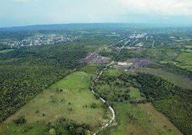 Fotografía aérea de la zona de adyacencia entre Belice y Guatemala. (Foto Prensa Libre: Hemeroteca PL).