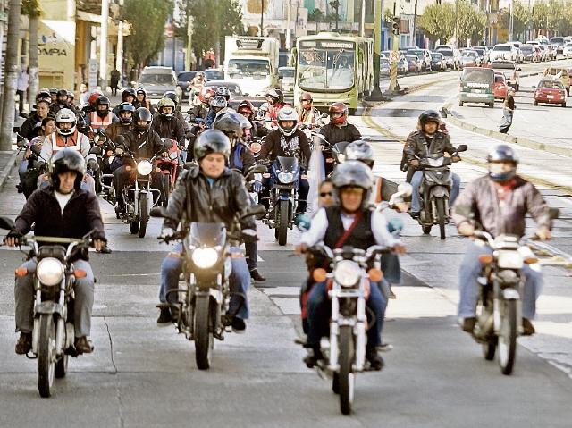 alta demanda de motocicletas ha provocado que la emisión de placas metálicas se agote