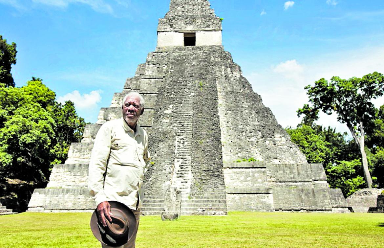 Morgan Freeman visitó Guatemala en agosto 2015 y viajó a Tikal y El Mirador, en Petén. (Foto Prensa Libre: Hemeroteca PL)