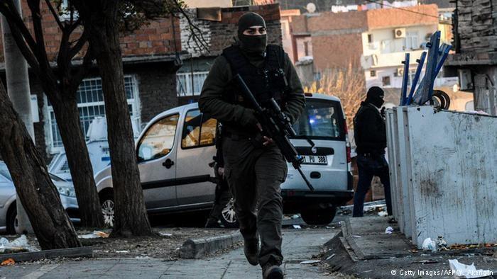 Ataque con carro bomba en Turquía deja seis muertos. (Foto Prensa Libre: AFP)