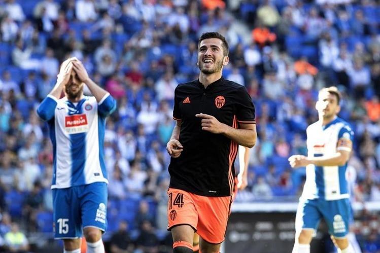 Gayá marcó un golazo para darle los tres puntos al Valencia. (Foto Prensa Libre: EFE)