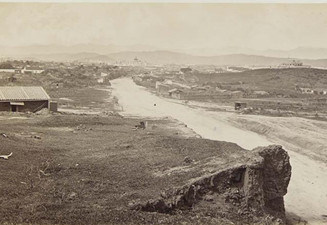 Vista del camino al Guarda Viejo en dirección al centro en 1870, posteriormente se construyó la Avenida Bolívar. (Foto: Hemeroteca PL)