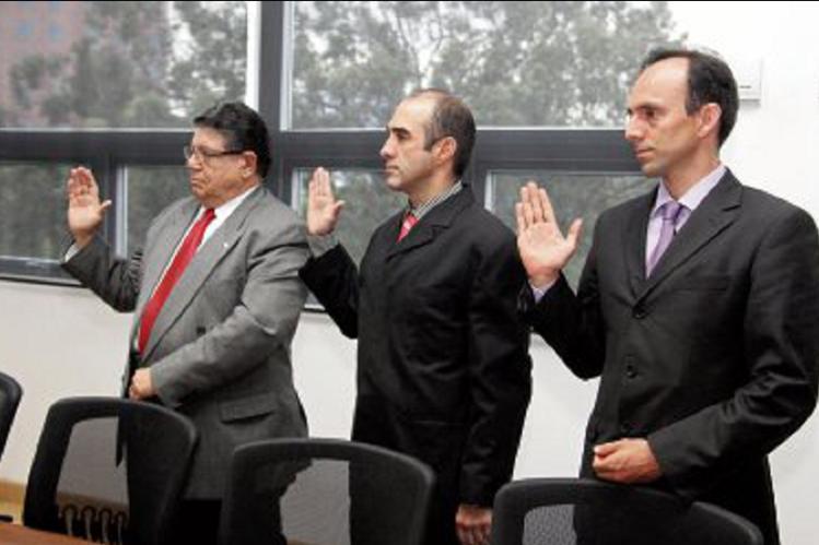 Sergio Sánchez, al centro, es un seleccionado de pistola que espera recuperar el deporte. (Foto Prensa Libre: cortesía CDAG)