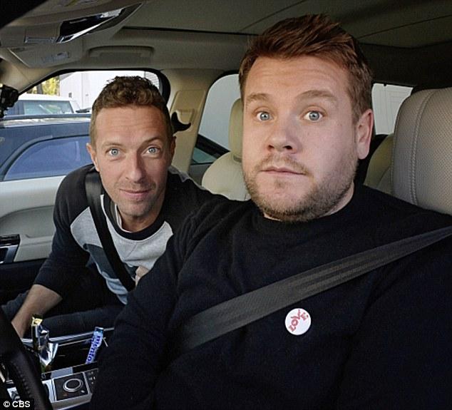 Chris Martin, vocalista de Coldplay, y James Corden, en el programa Carpool Karaoke (2016). (Foto Prensa Libre: CBS).