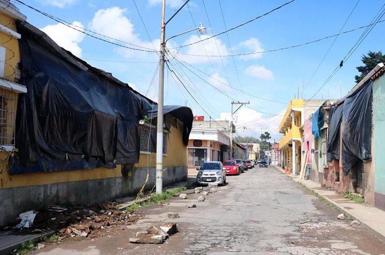 Algunos propietarios no han comenzado los trabajos de reparación de las viviendas.  (Foto Prensa Libre: Carlos Ventura)
