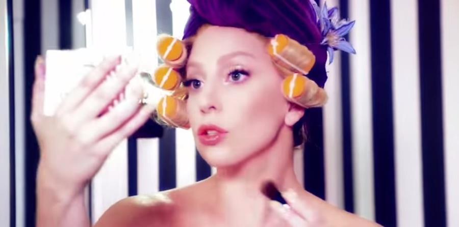 Lady Gaga participa en campaña publicitaria de Shiseido, fabricante de cosméticos líder de Japón. (Foto Prensa Libre: Tomada de YouTube)