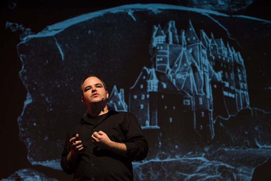 El investigador Marcelo Coelho presentó el novedoso invento. (Foto Prensa Libre: AFP)