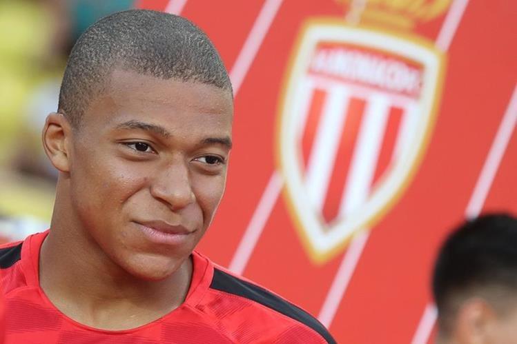 Kylian Mbappé sería el nuevo jugador del del París Saint Germain. (Foto Prensa Libre: AFP)