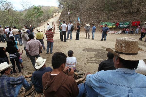 Pobladores obstaculizan el ingreso a  la mina El Tambor.