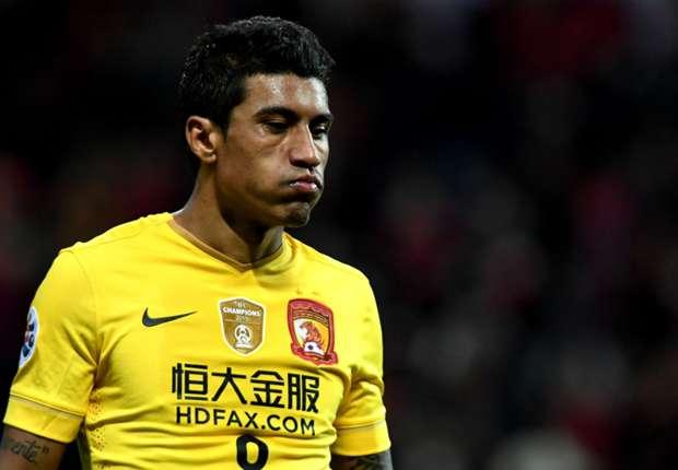El brasileño planea su salida del equipo chino para jugar al lado de Messi y compañía. (Foto Prensa Libre: Hemeroteca)