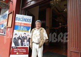 Leoni Franco sonríe en la puerta del Hotel Royal Palace donde atendió la entrevista con Tododeportes la semana anterior. (Foto Prensa Libre: Edwin Fajardo)