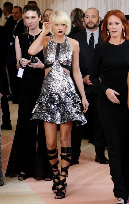 Taylor Swift fue elogiada por el diseño que lució en esta velada. (Foto Prensa Libre: EFE)