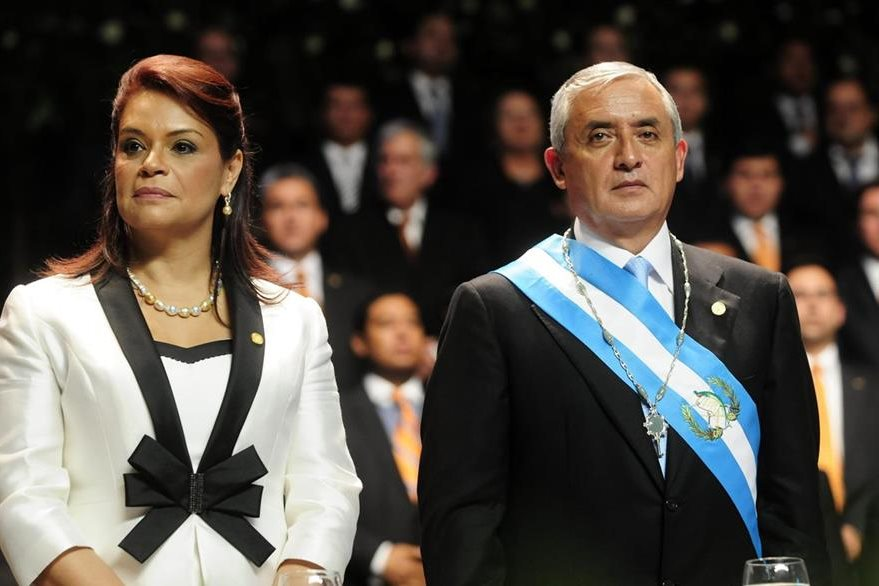 Roxana Baldetti y Otto Pérez Molina el día de la toma de posesión de sus cargos como Vicepresidente y Presidente de la República, respectivamente. (Foto: EFE)