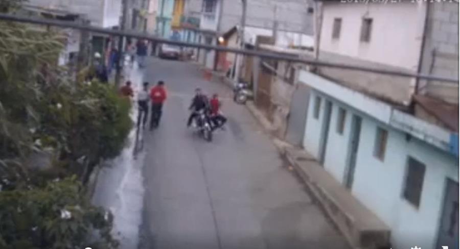 Uno de los accidentes de tránsito registrados en San Bartolomé Milpas Altas. (Foto Prensa Libre: Tomada de Facebook).