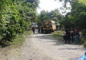 """<p>Bus donde fueron baleados los dos hombres, en la aldea El Cuje, Jutiapa. (Foto Prensa Libre: Óscar González) <br _mce_bogus=""""1""""></p>"""