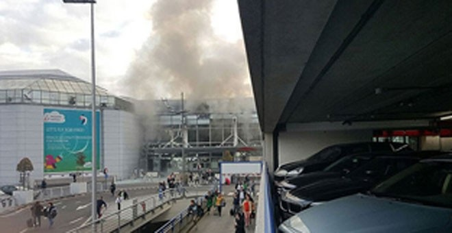 Varios heridos por explosiones en aeropuerto en Bruselas. (Foto Prensa Libre: EFE)