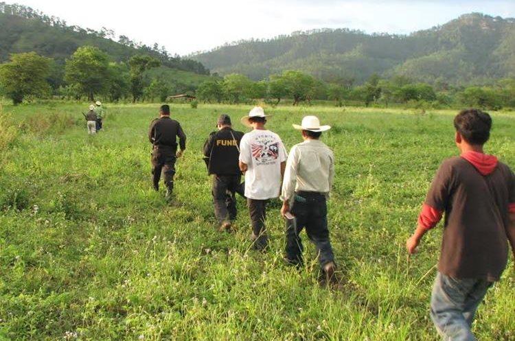 La mujer fue hallada muerte en un establo. (Foto Prensa Libre: Mario Morales)
