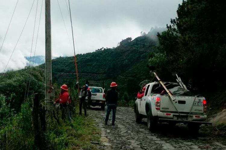 Al menos 172 servicios de energía eléctrica estaban conectados de forma ilegal, Barranca de Gálvez, San Marcos. (Foto Prensa Libre: Whitmer Barrera)